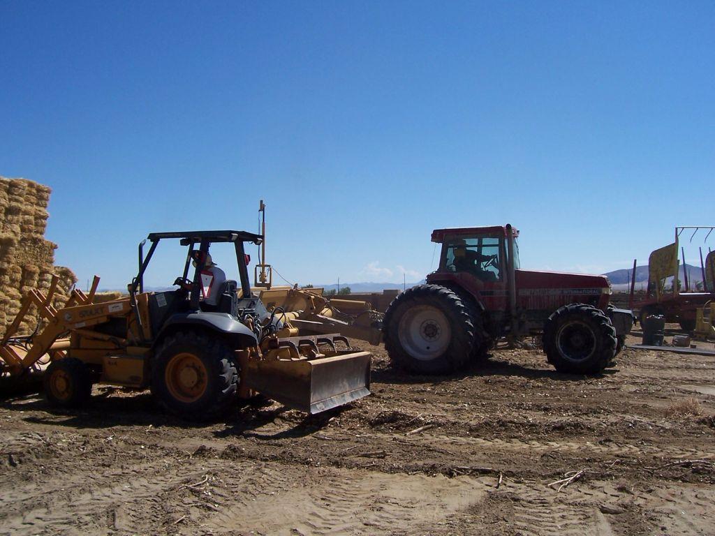 פינוי השטח והכנה לחפירה- חממה תת קרקעית- בידיים