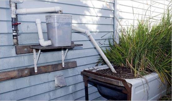 שימוש במשאבת מים אפורים ממכונת כביסה למערכת השקייה 2- בידיים