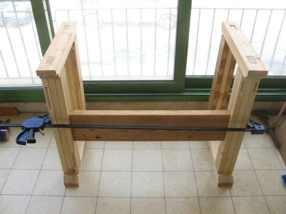 והנה אחת מקורות השולחן הישן, כלובה זמנית לשם קידוח