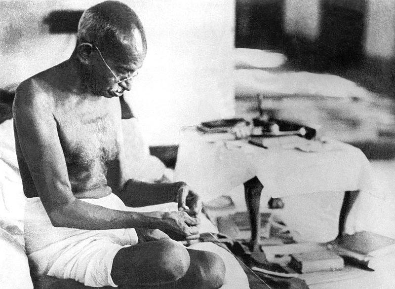 מהטמה גאנדי הנהיג תנועה חברתית שלמה על בסיס תפיסת הפשטות מבחירה