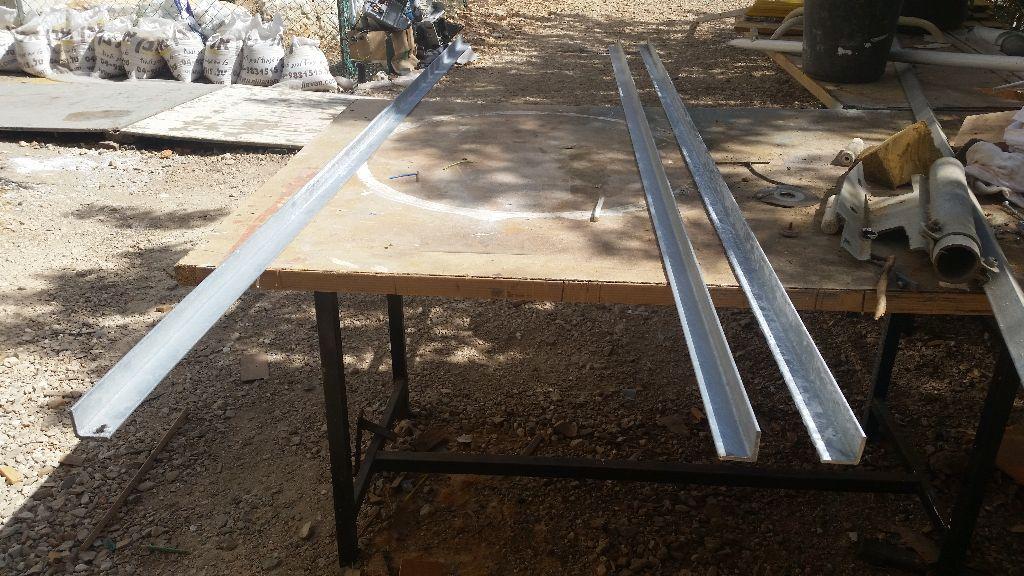 ברזל זווית חתוך במסור שורף לאורך מדוייק