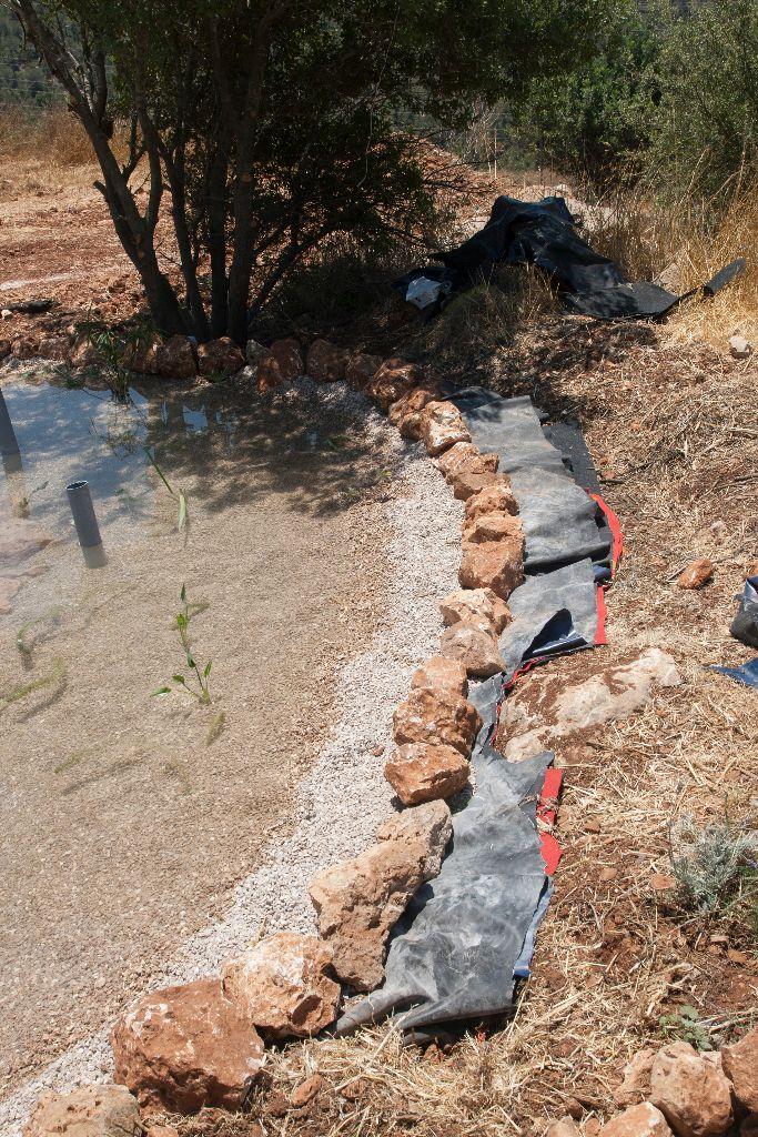 היריעות גזורות, לפני חפירה וכיסוי.