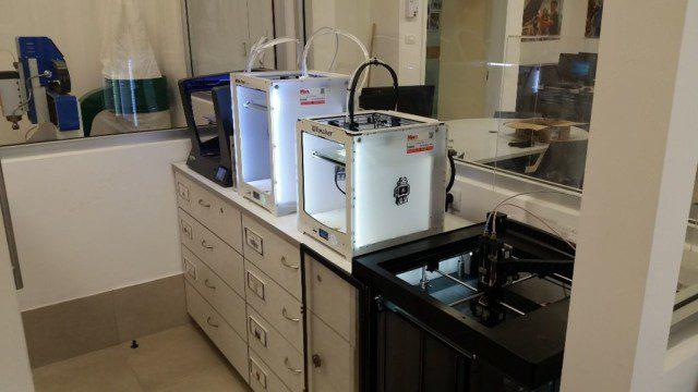 צי מדפסות התלת מימד שלנו בסדנא הקהילתית לקיימות