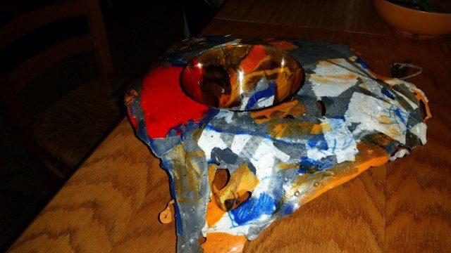 הקערה הקבורה בתוך הפלסטיק