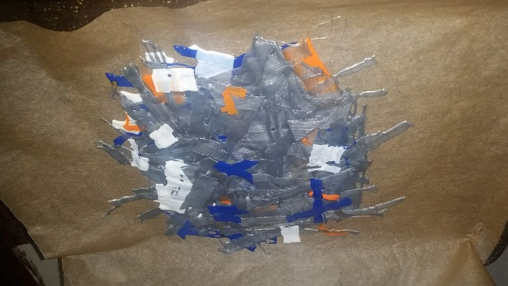 משטח אחר - חוזר לתנור עם התיקונים הכחולים אחרי סבב אחד