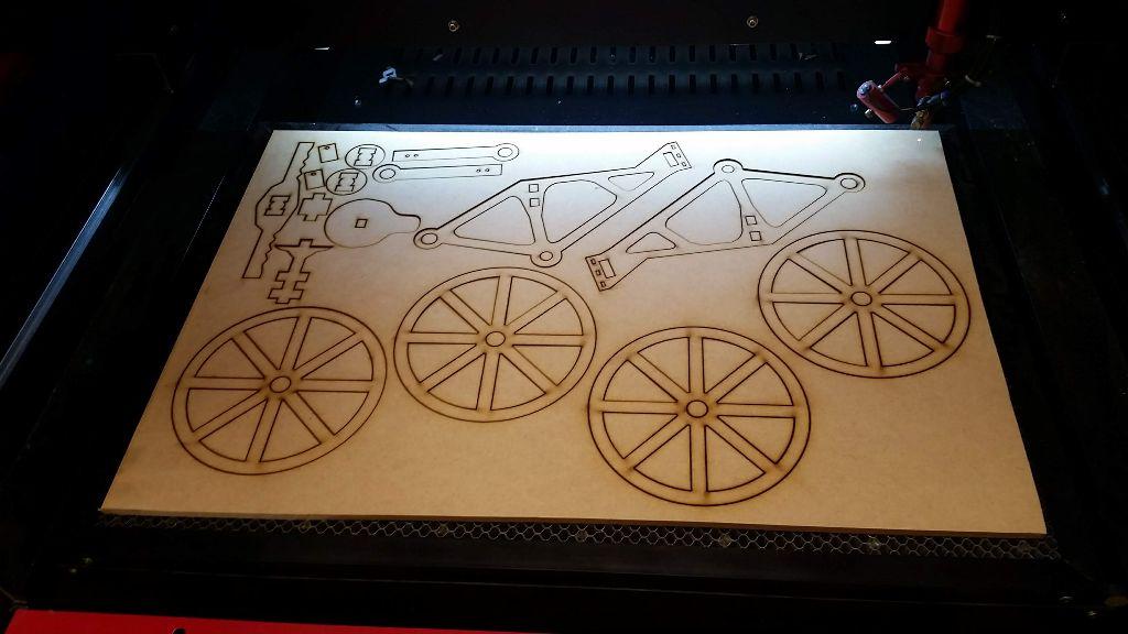 חיתוך האופניים בלייזר