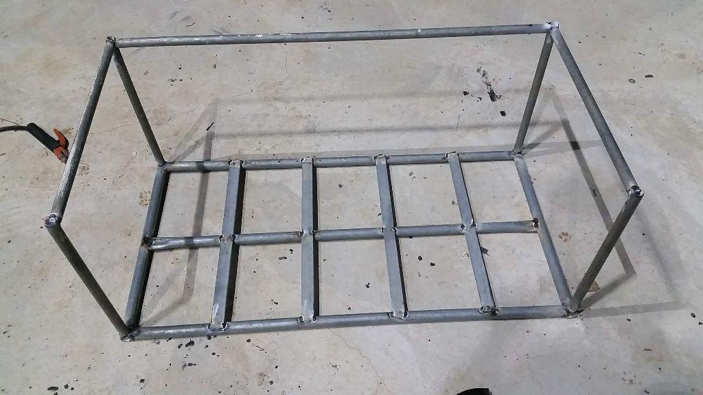 בניית הארגז - צינורות 1/2 צול, גובה 50 ס