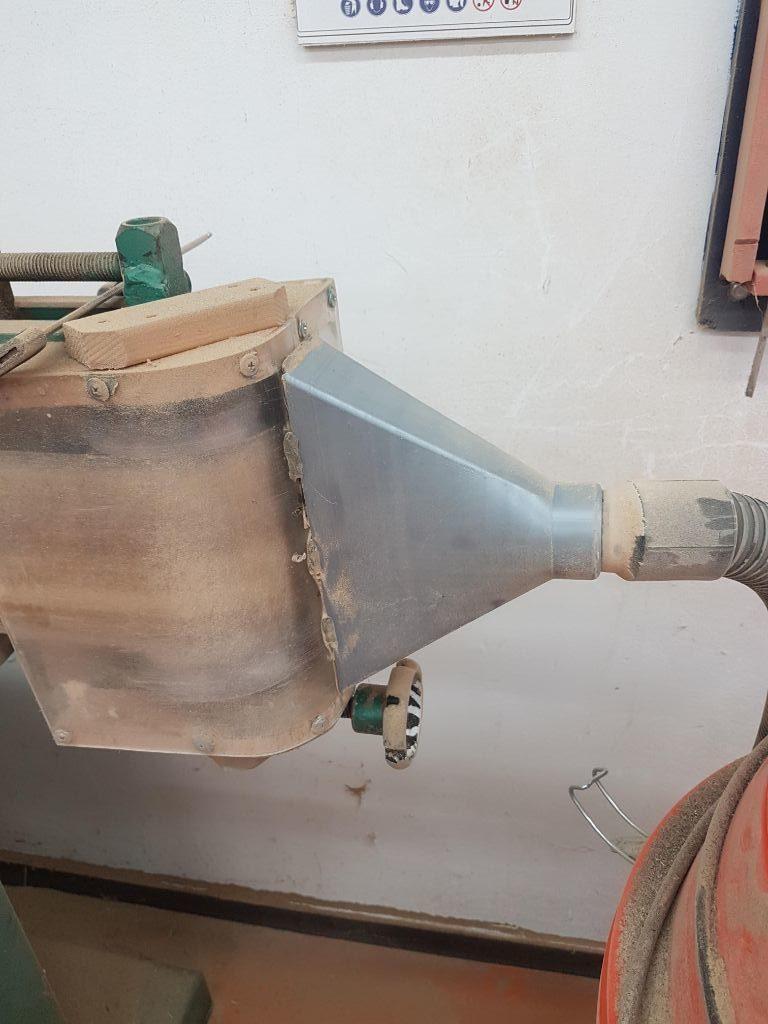 התקן השאיבה למלטשת השולחנית