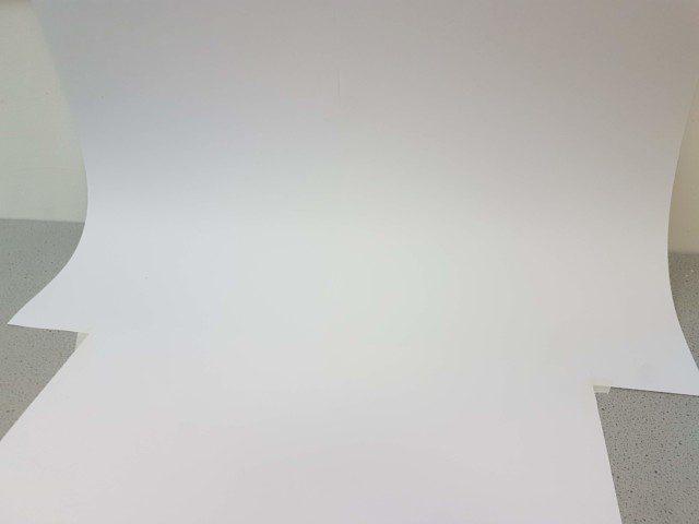 הסטודיו מלפנים - רקע לבן בלי קיפולים