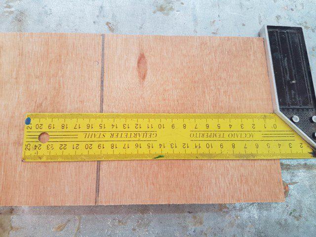 """סימון של המידה הרלוונטית (15 ס""""מ) באמצעות סרגל זווית"""
