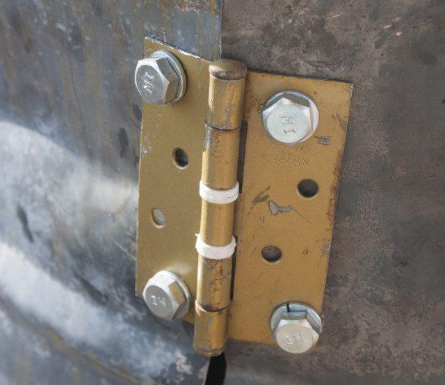 ציר לחיבור הדלת