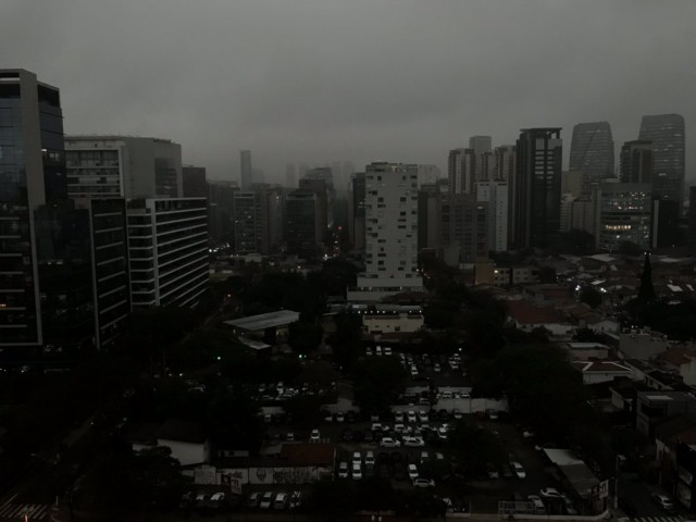 סאו פאולו בחושך ב2 אחרי הצהריים
