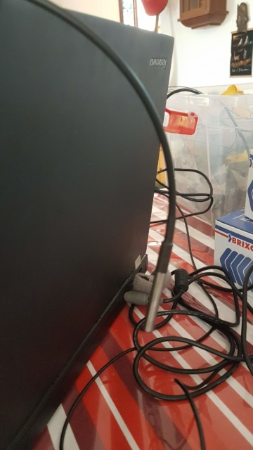 חיישן טמפרטורה - תלוי מאחורי המסך